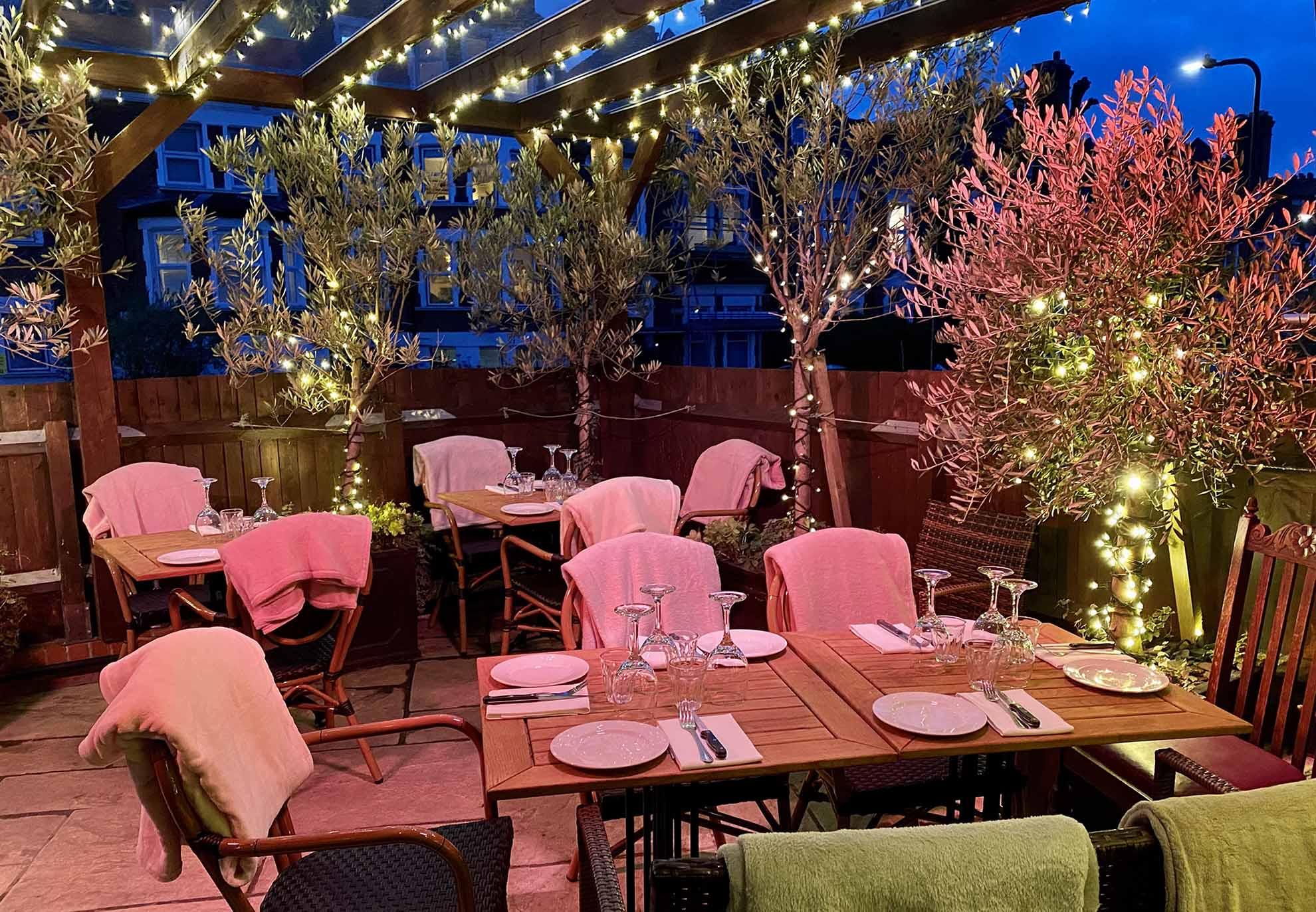 Sanzio-Restaurant-Outdoor-Dining