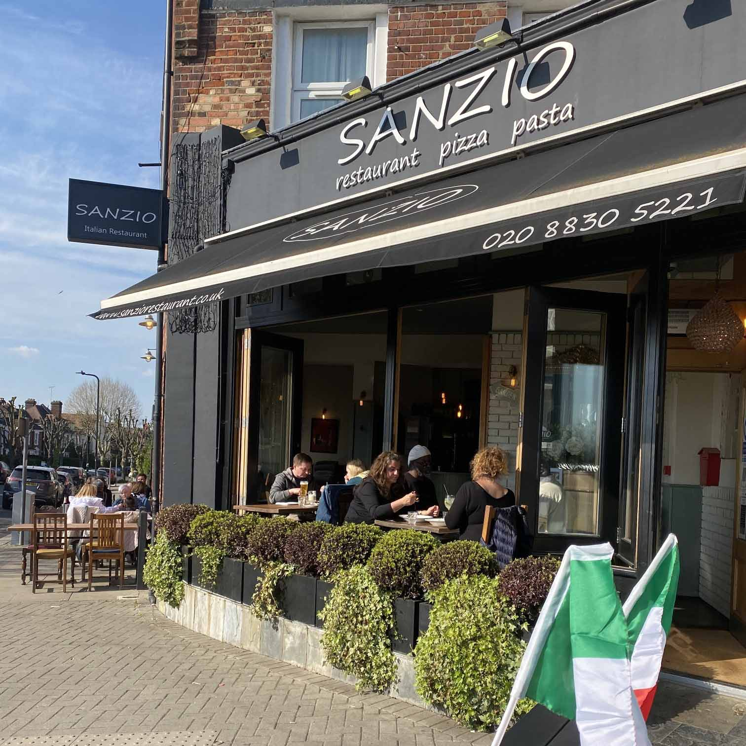 outdoor dinning at Sanzio Restaurant